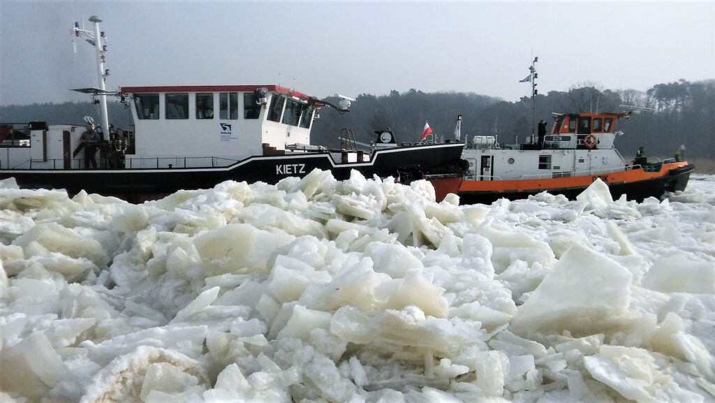 The icebreakers on the Odra river